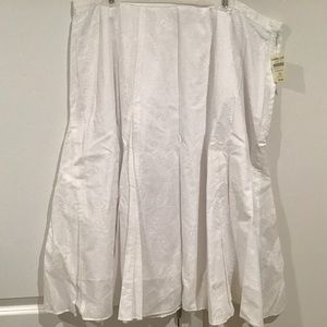 Skirt, 2X, White Embroidered Circle NWT Coldwater